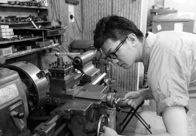 工場で働く男性