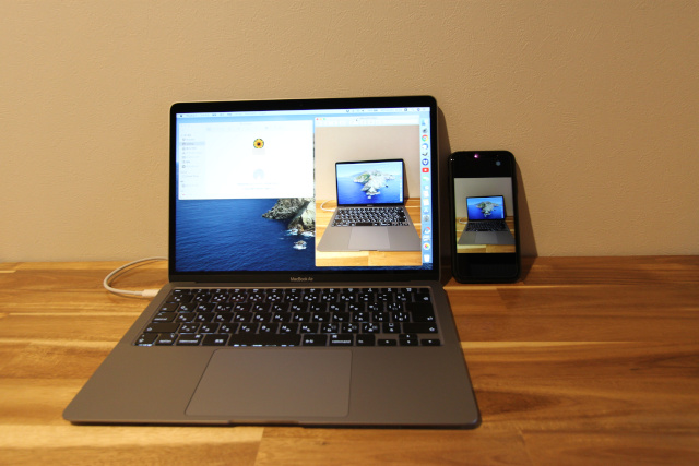 MacBookとiPhone