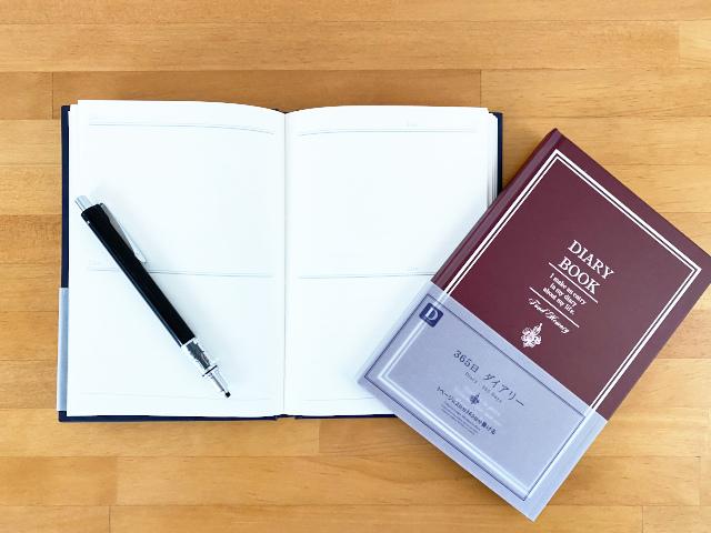 100均1年間分書ける日記帳