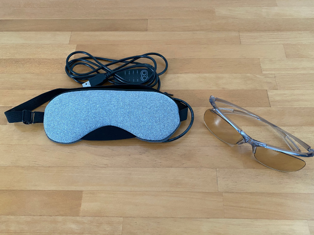 ブルーライトカット眼鏡とホットアイマスク