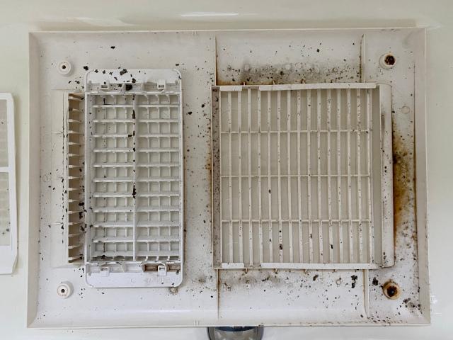 浴室乾燥機のカバー内側